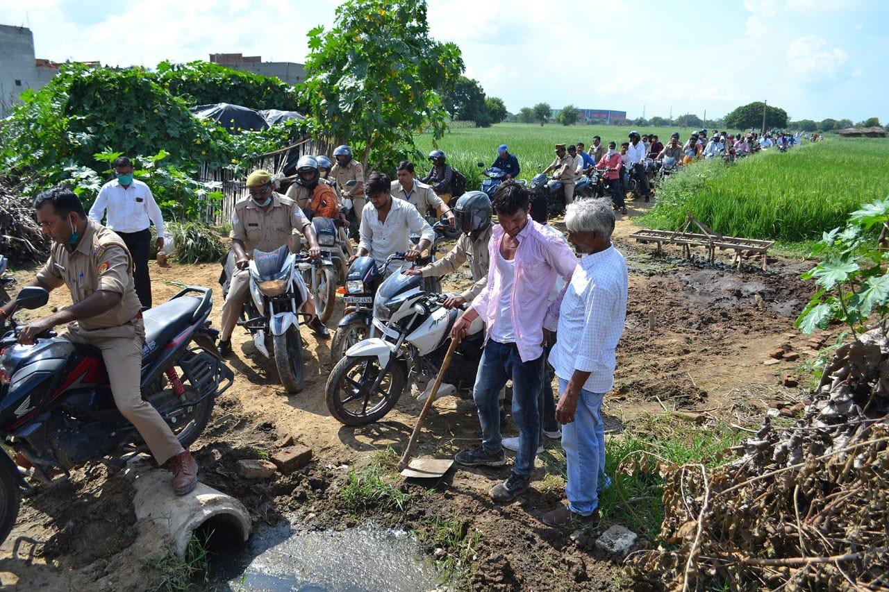पीएम का कार्यक्रम खत्म होने के बाद कार्यक्रम स्थल से नादा पुल तक तीन घंटे रेंगते रहे वाहन अलीगढ़,Aligarh - Dainik Bhaskar