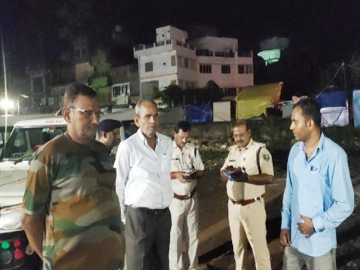 8 अपराधी गेट तोड़ घर के अंदर घुसे, गृहस्वामी ने विरोध किया तो मारपीट कर बंधक बनाया; कैश और जेवरात समेत 5 लाख लेकर हुए फरार|नवादा,Nawada - Dainik Bhaskar