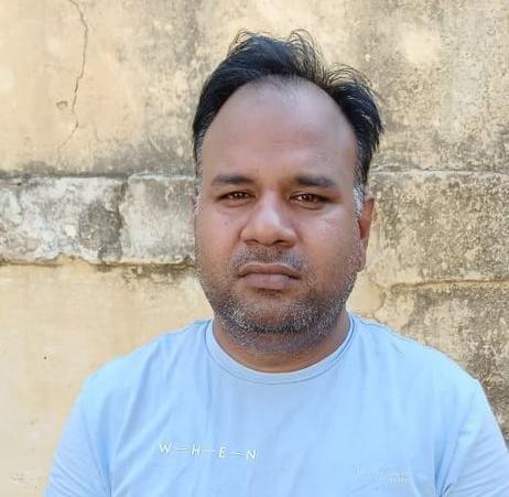 एसटीएफ ने फरार आरोपी असिस्टेंट कमिश्नर को ईदगाह बस स्टैंड से किया गिरफ्तार, 50 हजार का इनाम था घोषित, अभी एक आरोपी है फरार|आगरा,Agra - Dainik Bhaskar