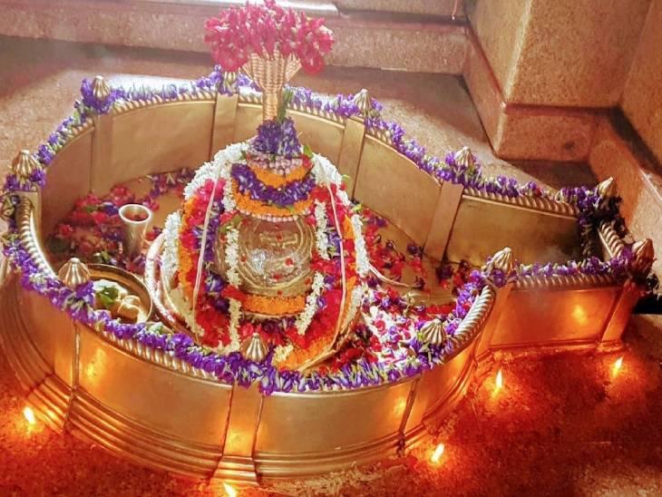 वाराणसी में मारकंडेय महादेव मंदिर स्थित शिवलिंग।