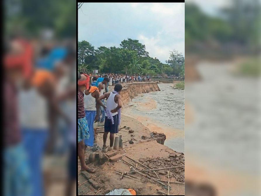 कटाव के कारण एक-एक कर नदी में बह गया घर और देखते रह गए लोग