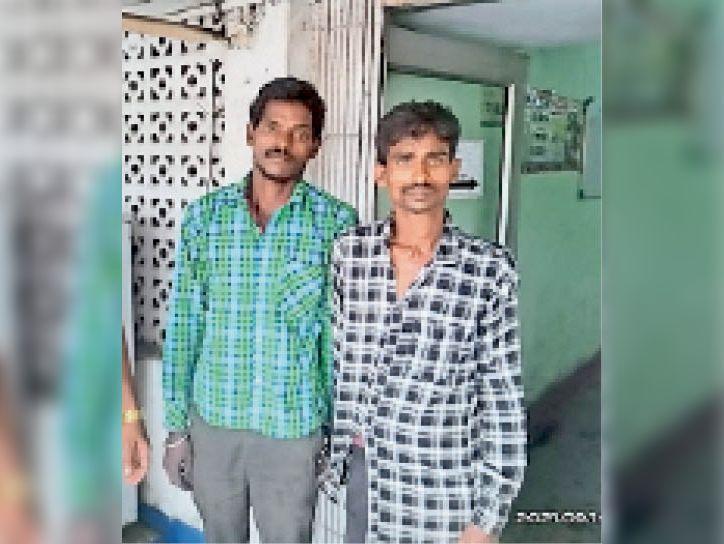 गिरफ्तार दोनों आरोपी - Dainik Bhaskar