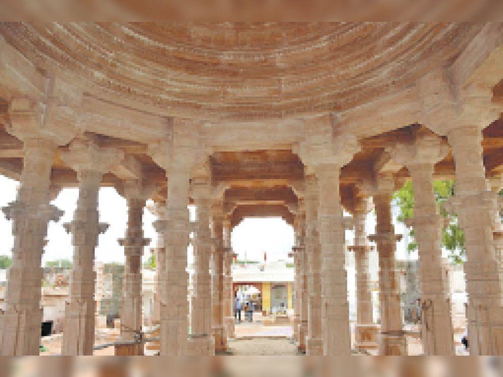 लगभग 60 खंभों पर खड़ा होगा मुंदियाड़ विनायक मंदिर एवं मुंदियाड़ मंदिर में गजानन जी की प्रतिमा। - Dainik Bhaskar