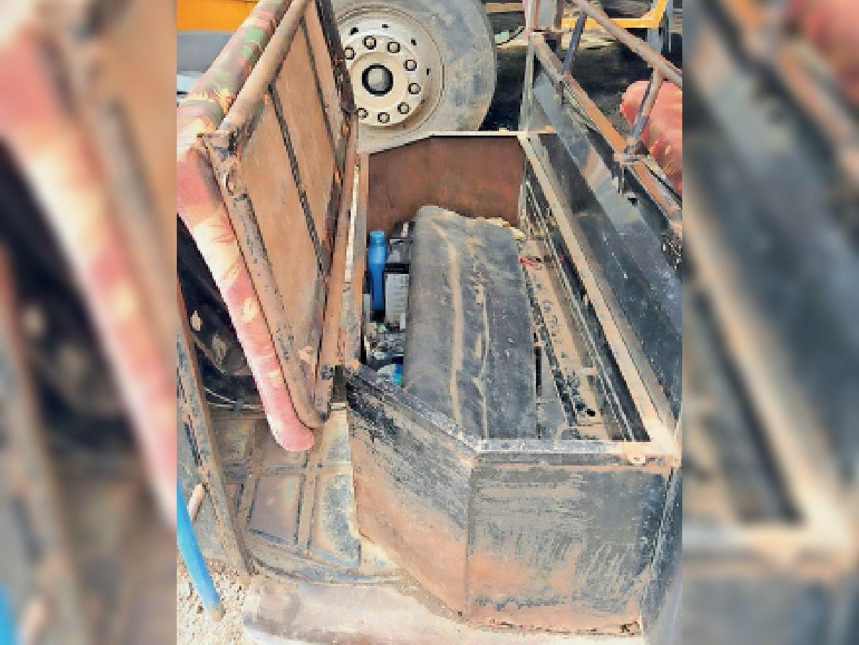 महाराष्ट्र से आ रहे आरोपियों को पकड़ा, ऑटोरिक्शा की चालक सीट के नीचे छिपाकर ला रहे थे 80 लीटर स्प्रीट, महाराष्ट्र निवासी तीन गिरफ्तार|सेंधवा,Sendhwa - Dainik Bhaskar