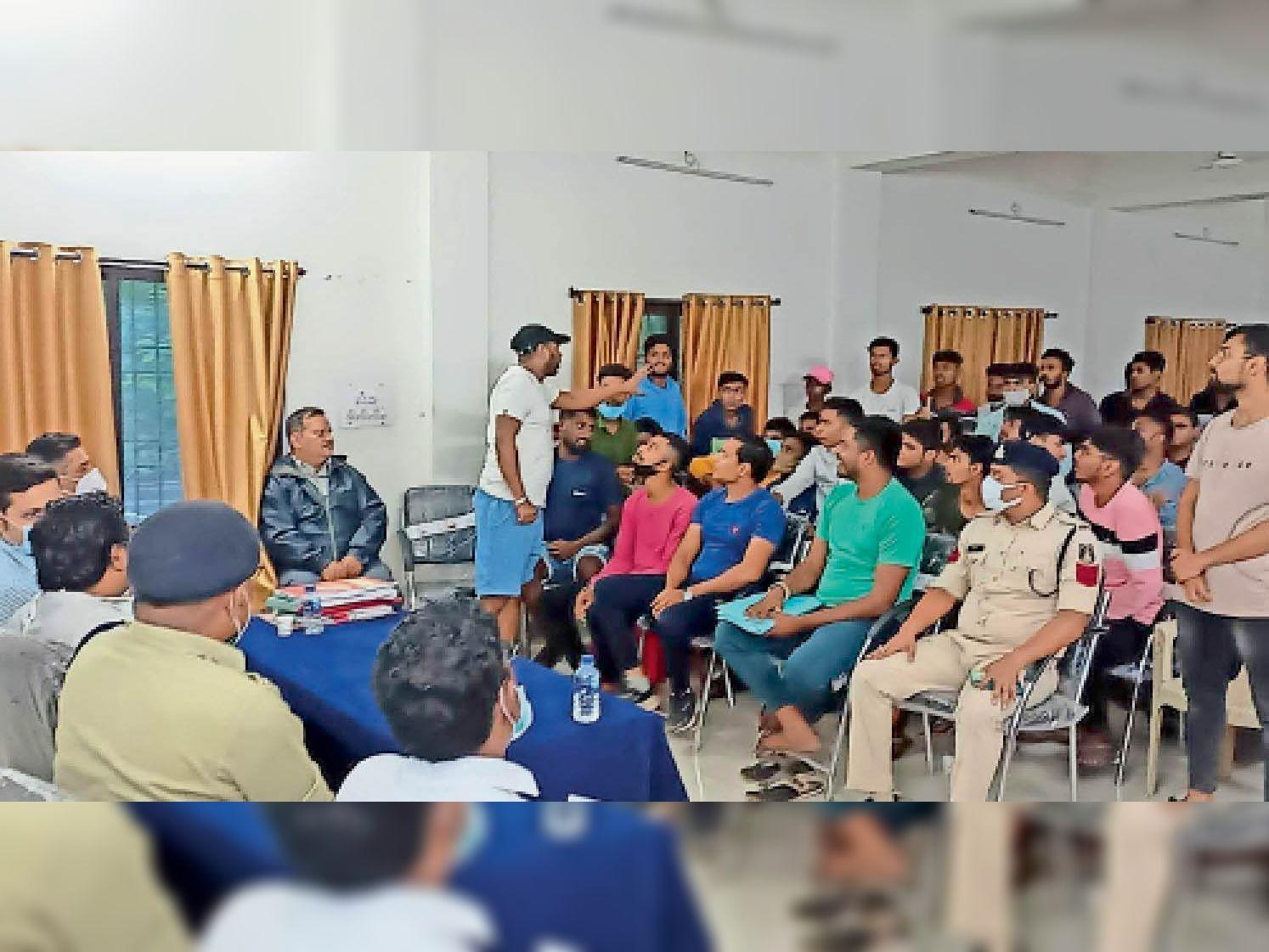 जिला प्रशासन के साथ गणेशोत्सव समिति पदाधिकारियों की बैठक हुई। - Dainik Bhaskar