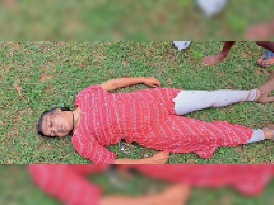 नदी के बाहर मृत अवस्था में युवती। - Dainik Bhaskar