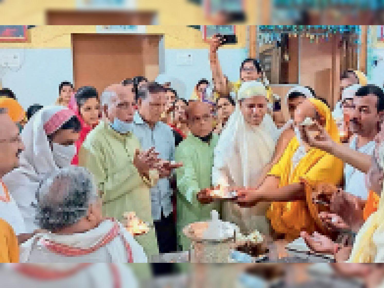 पर्व के दौरान पुष्पदंत भगवान के निर्वाण कल्याण पर श्रद्धालुओं ने लाडू चढ़ाया। - Dainik Bhaskar