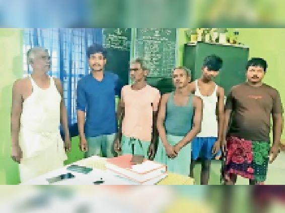 प्रेमी जोड़े के साथ मारपीट व वीडियो बनाने के आरोप में गिरफ्तार आरोपी। - Dainik Bhaskar