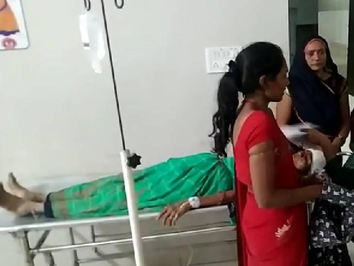 पिकअप वाहन को बस ने पीछे से मारी टक्कर, आधा दर्जन लोग हुए घायल|देवास,Dewas - Dainik Bhaskar