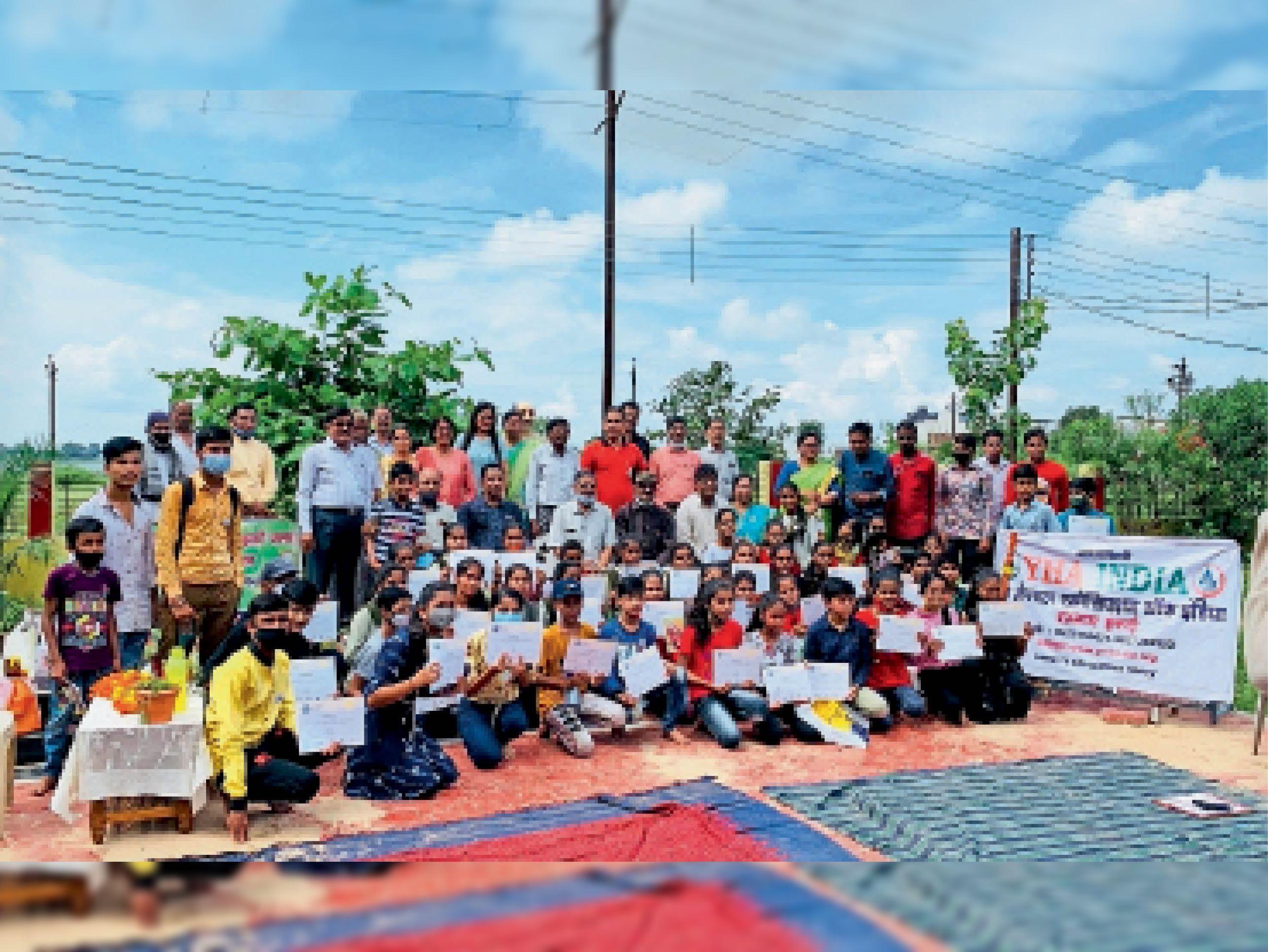 स्पर्धा में विजयी रहे विद्यार्थियों को पुरस्कृत किया - Dainik Bhaskar