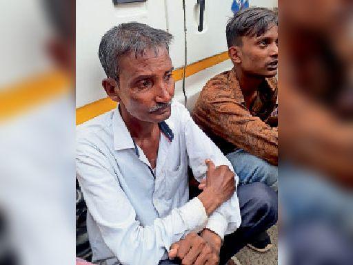 बेटे की हत्या से दुखी पिता। - Dainik Bhaskar