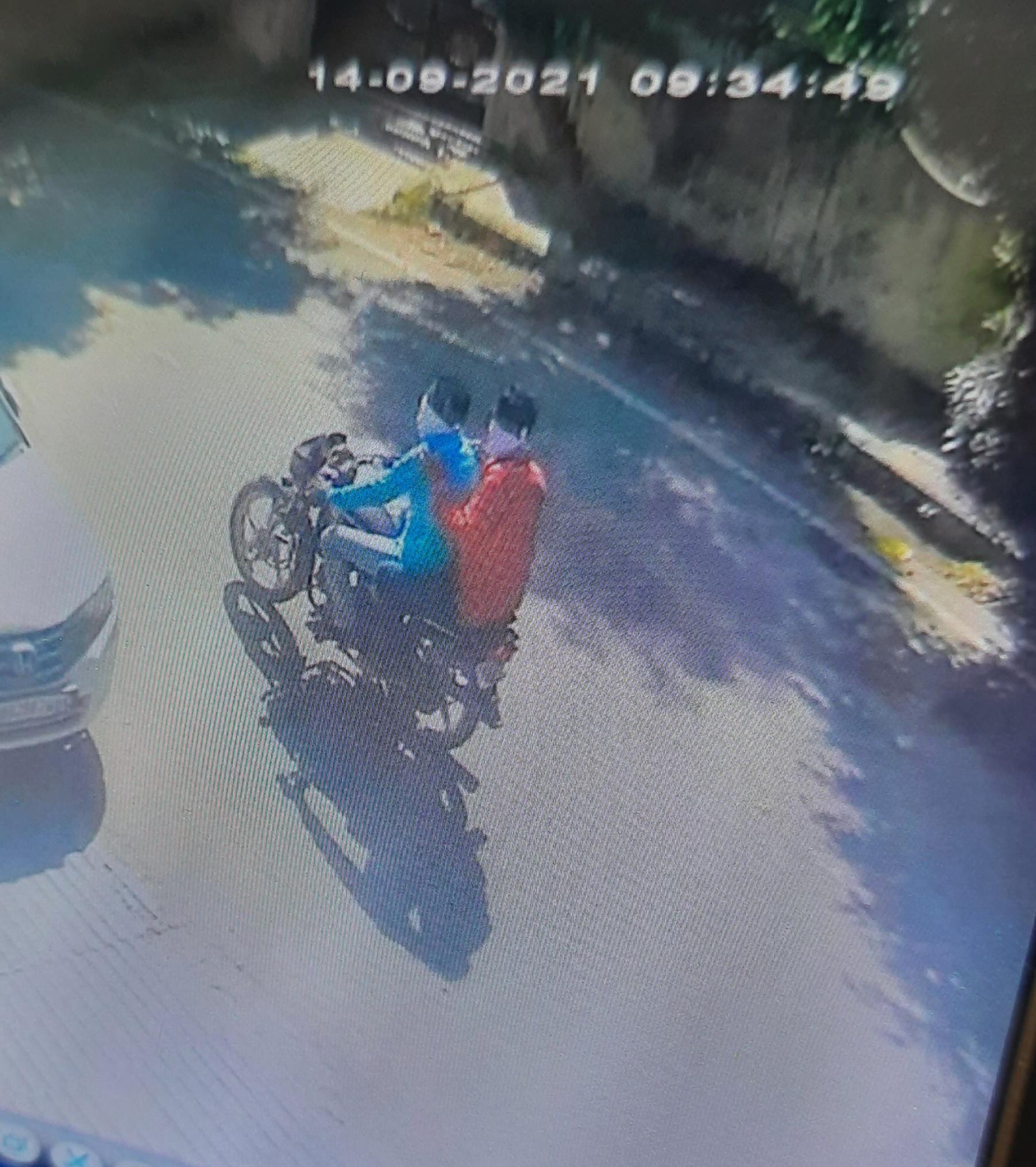 रानी का बाग में लूट करने वाले आरोपियों ने भी लाल व नीले रंग की ही शर्ट पहनी हुई थी।