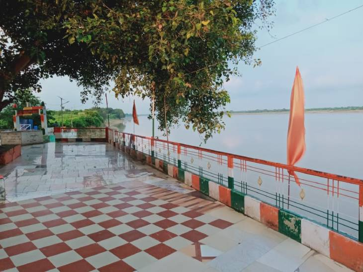 वाराणसी में ढाका स्थित गौरी-शंकर का मंदिर।