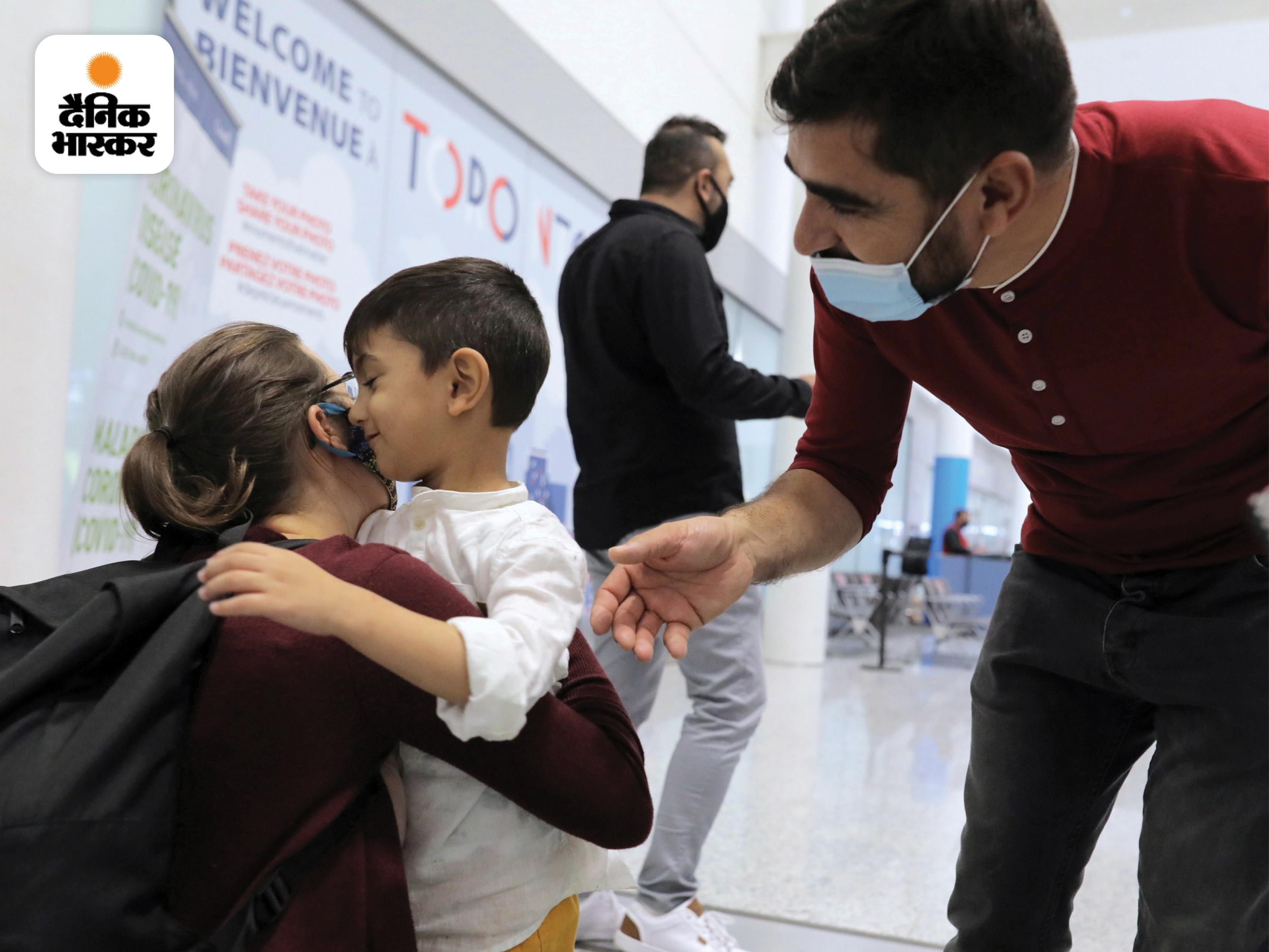 अली के साथ दोहा से आई UN की अधिकारी स्टेला उसे गले लगाते हुए। स्टेला ने बताया कि अली बहुत अच्छा बच्चा है। 14 घंटे की फ्लाइट के दौरान वह ड्राइंग करता रहा और अपनी पसंद की फिल्में देखता रहा।