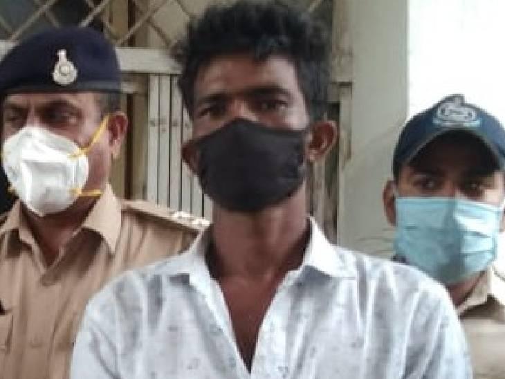 बाइक से आ रहे युवक को रोका तो उसके पास बैग से 2 किलो गांजा मिला, पकड़ा|धार,Dhar - Dainik Bhaskar