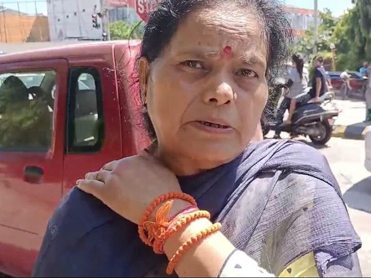 अमृतसर में बेटी से मिलकर लौटी थी महिला, फुटबॉल चौक पर आरोपियों ने जोर से कंधा दबाकर किया बेहोश; सोने की चूड़ियां निकाल चलती कार से फेंका|जालंधर,Jalandhar - Dainik Bhaskar