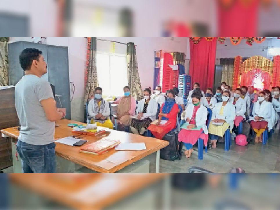 वैक्सीनेशन काे लेकर बैठक आयोजित की गई। - Dainik Bhaskar