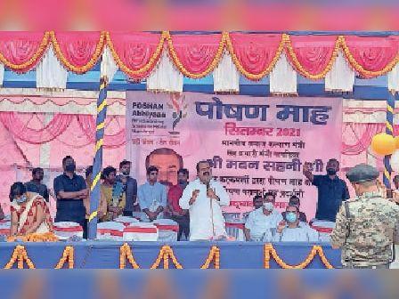 मानसी पोषण मेले में लोगों को संबोधित करते समाज क कल्याण मंत्री । - Dainik Bhaskar