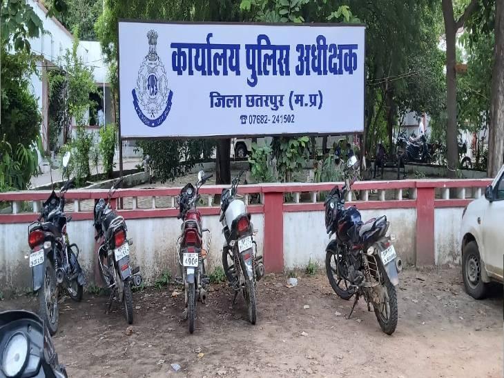 बदबू आने पर लोगों ने मकान के पीछे देखा तो युवक की थी लाश|छतरपुर (मध्य प्रदेश),Chhatarpur (MP) - Dainik Bhaskar