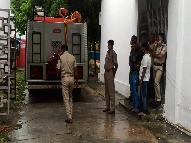 वाराणसी के रेल इंजन कारखाना के प्रशासनिक भवन में जली फाइलें, अलार्म सुन कर दौड़े RPF के जवान; घटना की होगी जांच|वाराणसी,Varanasi - Dainik Bhaskar