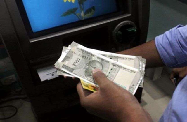 ATM की शटर होल्ड कर एक महीने में निकले 17 लाख, गार्ड की सतर्कता से लहार पुलिस ने रंगे हाथों पकड़ा आरोपी|भिंड,Bhind - Dainik Bhaskar