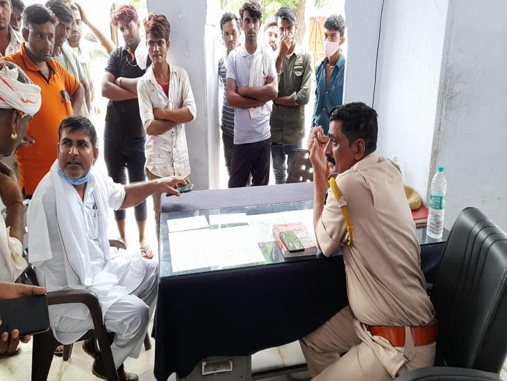 पहाड़ी पर खनन नहीं करने देने पर फायरिंग कर भागे बदमाश, ग्रामीणों ने पीछा कर 3 बदमाशों को रिवॉल्वर सहित पकड़ा, पुलिस के हवाले किया|सवाई माधोपुर,Sawai Madhopur - Dainik Bhaskar