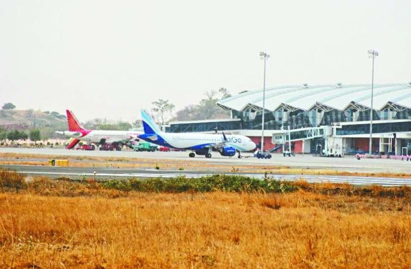 दुबई जाने एयरपोर्ट पहुंचा युवक रैपिड पीसीआर में पॉजिटिव, 48 घंटे पहले RTPCR में निगेटिव आई थी रिपोर्ट|इंदौर,Indore - Dainik Bhaskar