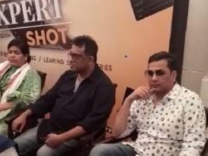 फिल्म निर्माता-निर्देशक अनुराग बसु ने भोपाल में मीडिया से चर्चा की।