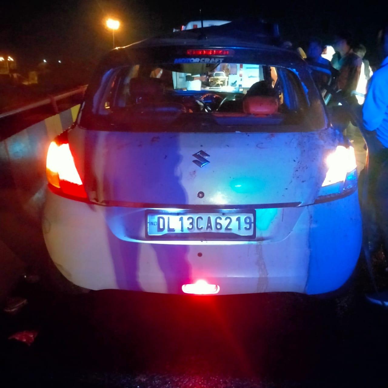 यमुना एक्सप्रेस वे पर गौवंश को बचाने के चक्कर में कार अनियंत्रित हो कर पलट गयी , हादसे में एक की मौत हो गयी जबकि चार घायल हो गये - Dainik Bhaskar