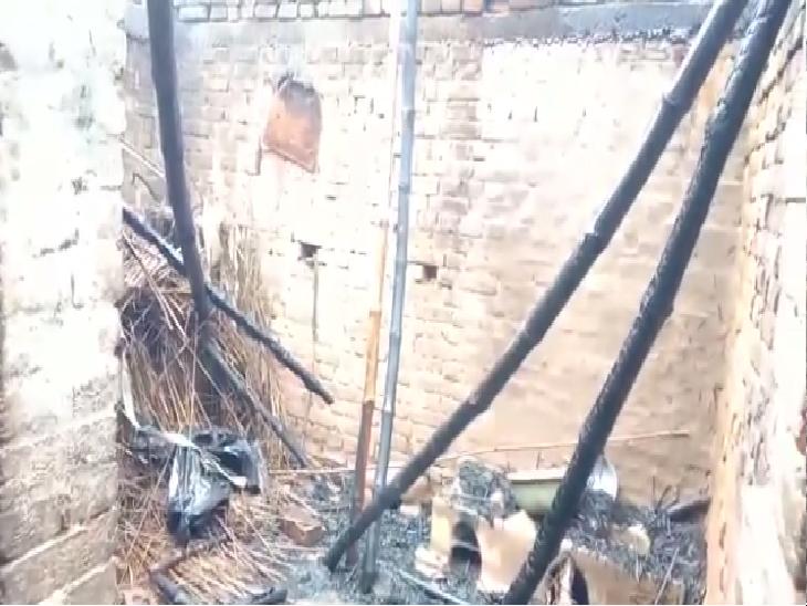 रोहतास में लड़की को छेड़ रहे थे मनचले, प्रोटेस्ट करने पर पेट्रोल छिड़क घर ही फूंक दिया; बाल-बाल बचा परिवार|रोहतास,Rohtas - Dainik Bhaskar