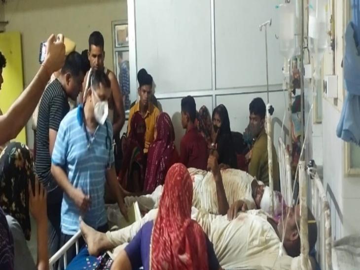 मालपुरा अस्पताल में भर्ती घायल।