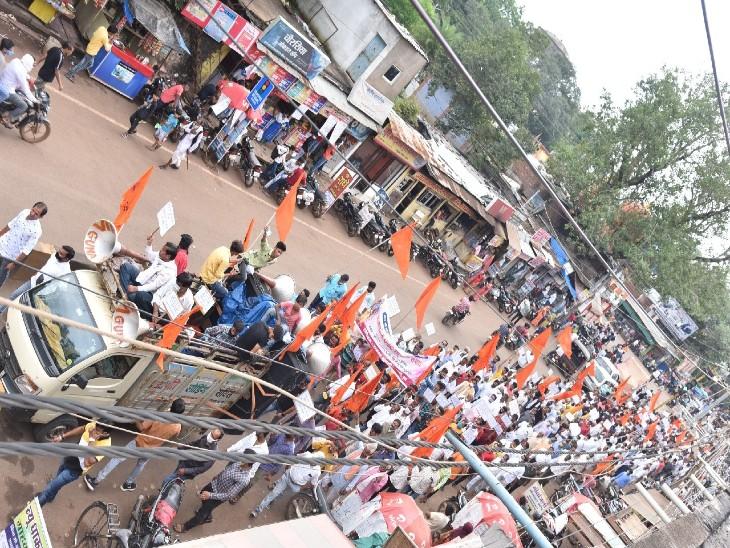 रघुवंशी समाज ने कलेक्टर कार्यालय तक रैली निकाली। - Dainik Bhaskar