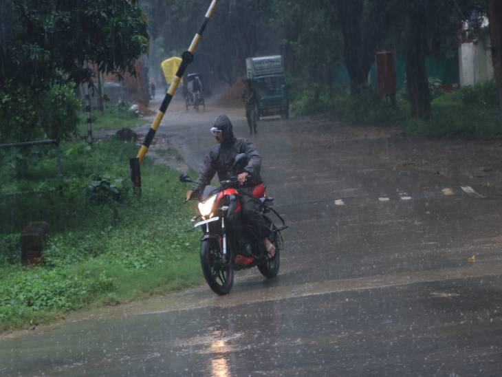 वाराणसी में आज रात 8 बजे तक 43 मिलीमीटर बारिश दर्ज की गई। - Dainik Bhaskar