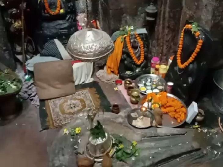 मंदिर करीब एक हजार साल पुराना है। बनावट खजुराहो-कोणार्क मंदिर जैसी है।