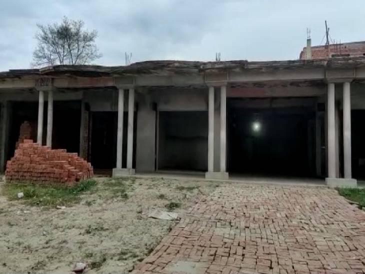 सऊदी अरब से लौटने के बाद अबु बकर ने गांव में नया घर बनवाया है।