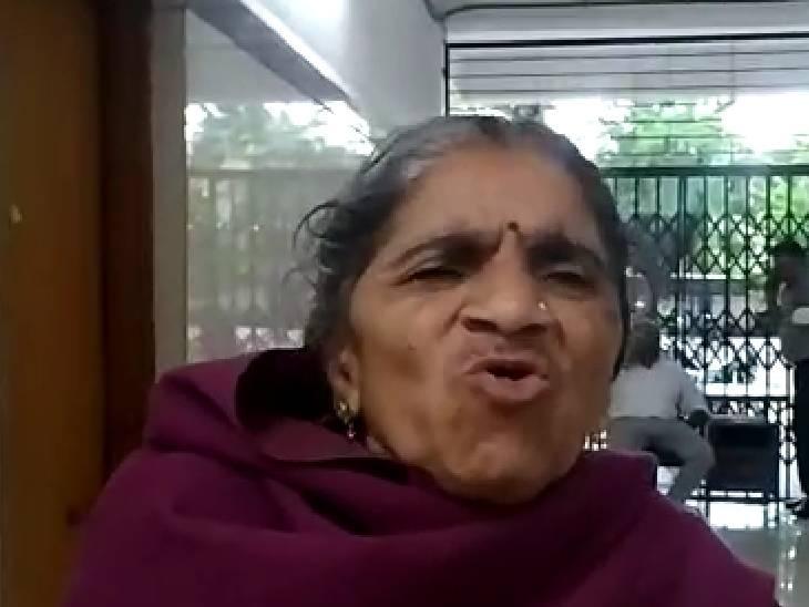 वह महिला, जो नदी में गिर गई थी। - Dainik Bhaskar