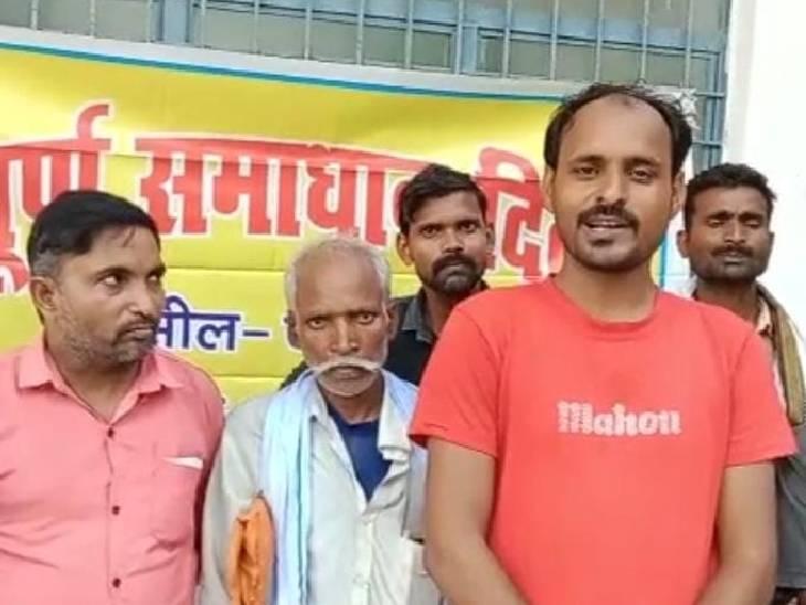 सरकारी नौकरी वालों को दे दिए आवास, प्रधान और सेक्रेटरी पर धांधली का आरोप; सांसद से शिकायत|सुलतानपुर,Sultanpur - Dainik Bhaskar