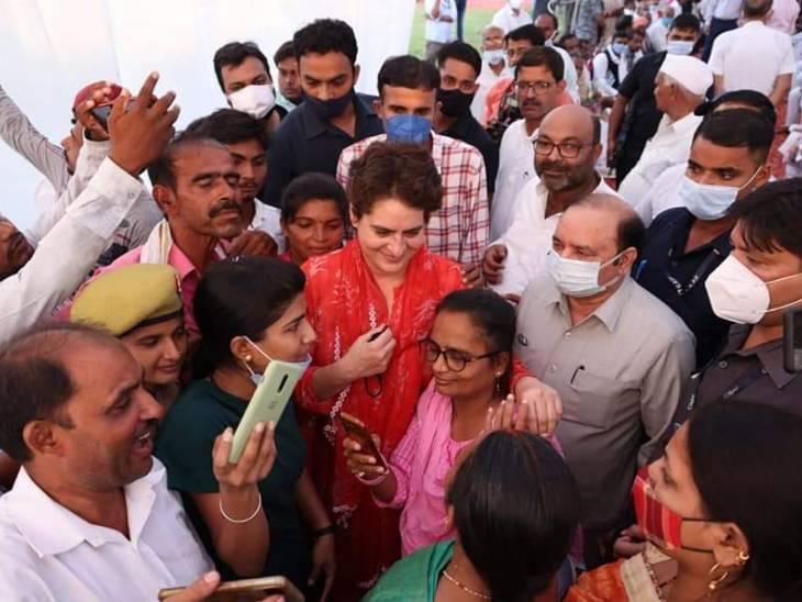 12 सितंबर को रायबरेली में प्रियंका गांधी ने जनता से मुलाकात की थी।