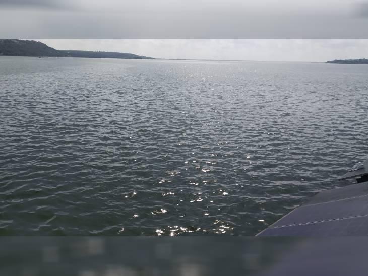 भोपाल के बड़ा तालाब 3 फीट खाली है। यदि तेज बारिश का सिलसिला जारी रहा तो सितंबर में ही बड़ा तालाब लबालब भर जाएगा। - Dainik Bhaskar