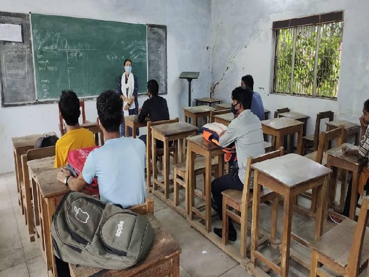 कॉलेजों में पहला दिन रहा फीका। - Dainik Bhaskar