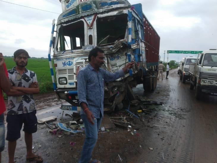 पाटन-जबलपुर मार्ग पर हुआ भीषण हादसा, दोनों वाहनों के दो ड्राइवर और हेल्पर घायल|जबलपुर,Jabalpur - Dainik Bhaskar