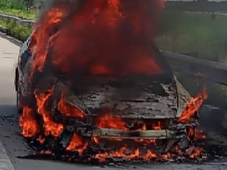दमकल विभाग ने काफी मशक्क्त के पास आग पर काबू पाया। - Dainik Bhaskar