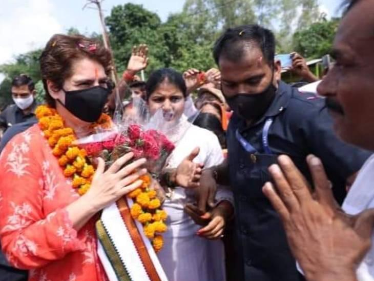 प्रियंका ने हाल ही में अमेठी का दौरा भी किया था। इस दौरान उन्होंने लोगों से मुलाकात की और उनकी समस्याएं भी सुनीं।