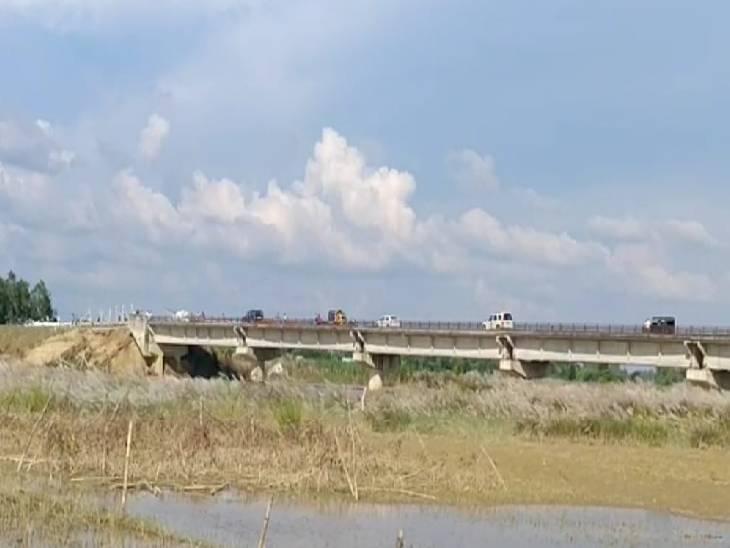 श्रृंगारजोत पुल का एप्रोच मार्ग कटने से लोगों को हो रही समस्या। - Dainik Bhaskar
