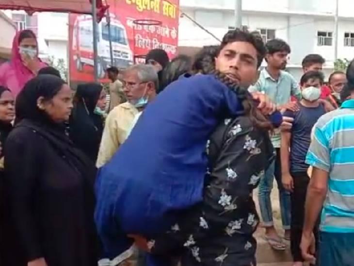 बुखार से मरने वालों का आंकड़ा 153 हुआ, 4 दिन में 39 की जान गई; एम्बुलेंस के इंतजार में तड़पती रही किशोरी, रास्ते में दम तोड़ा|फिरोजाबाद,Firozabad - Dainik Bhaskar
