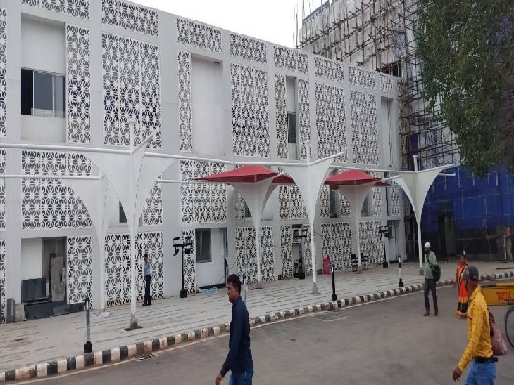 री-डेवलपमेंट स्टेशन योजना में जबलपुर स्टेशन को संवारा जा रहा।