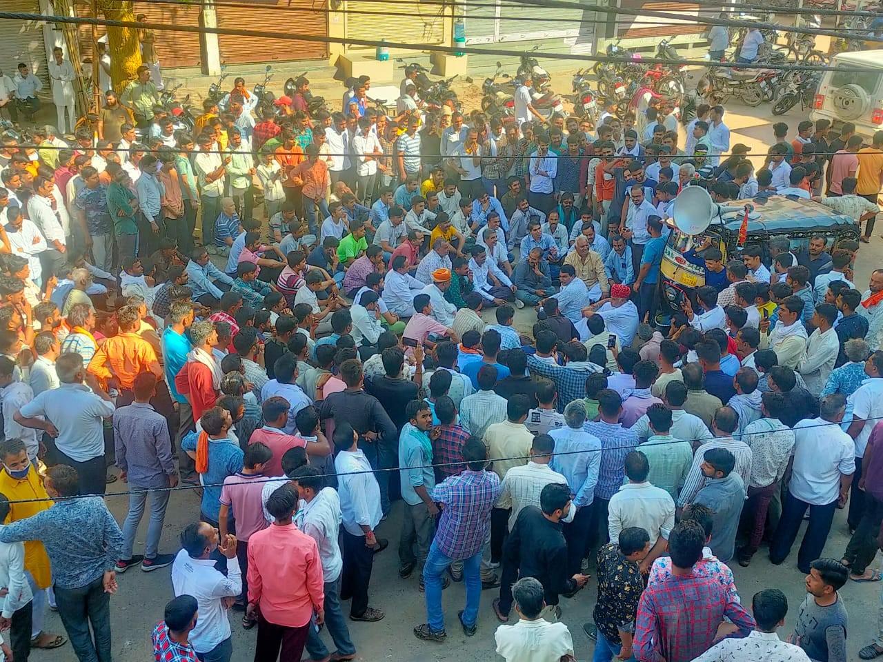 दो पक्षों के आमने-सामने होने के बाद शहर बंद, एक पक्ष सड़कों पर उतरा; पुलिस ने संभाला मोर्चा|बीकानेर,Bikaner - Dainik Bhaskar