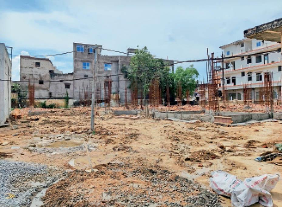 सिविल हॉस्पिटल परिसर में बनाई जा रही अस्पताल की नई इमारत जिसके फाउंडेशन का कार्य पूरा नहीं हो पाया है। - Dainik Bhaskar
