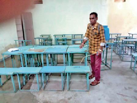 हरदा। शासकीय स्वामी विवेकानंद काॅलेज काे सैनिटाइज कराते हुए। - Dainik Bhaskar