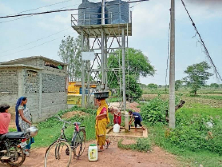 बेमेतरा. सोलर पंप आधारित नल-जल योजना का फायदा मिल रहा। - Dainik Bhaskar